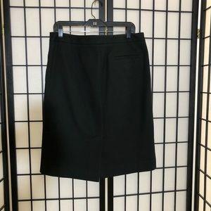 Issac Mizrahi ladies skirt lined with side pockets
